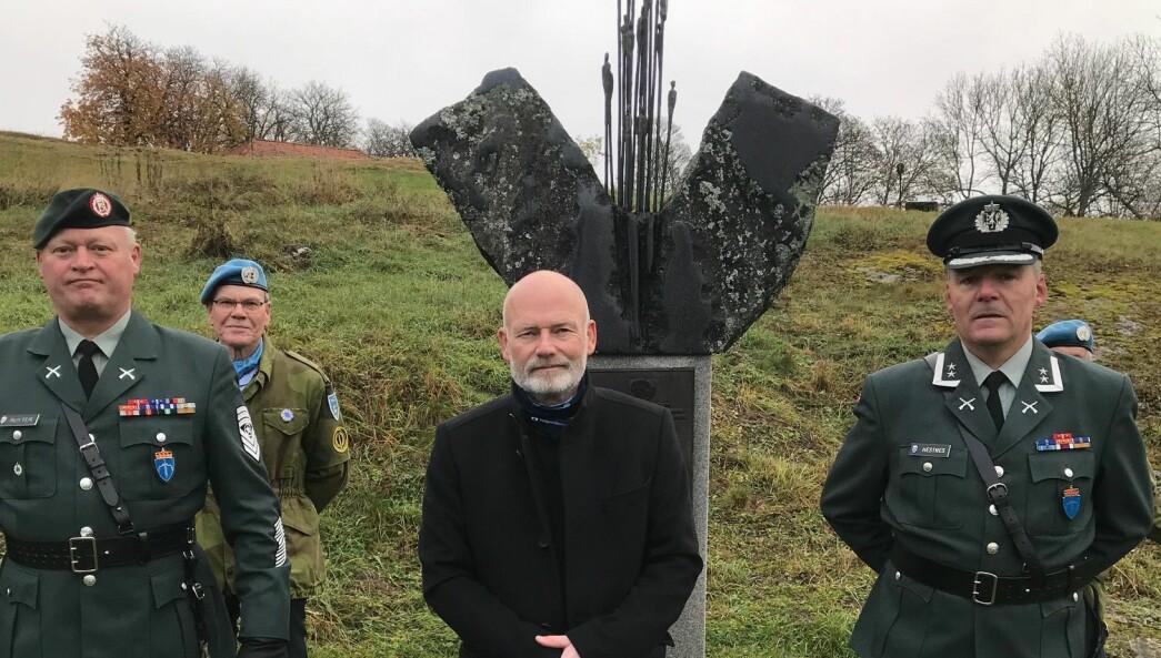 Dagens taler på FN dagen, 24 oktober 2020, Tom Torgersen sammen med sjef Forsvarets veteransenter, oberstløytnant Arnstein Hestnes og sjefssersjant Steffan Ruyter.