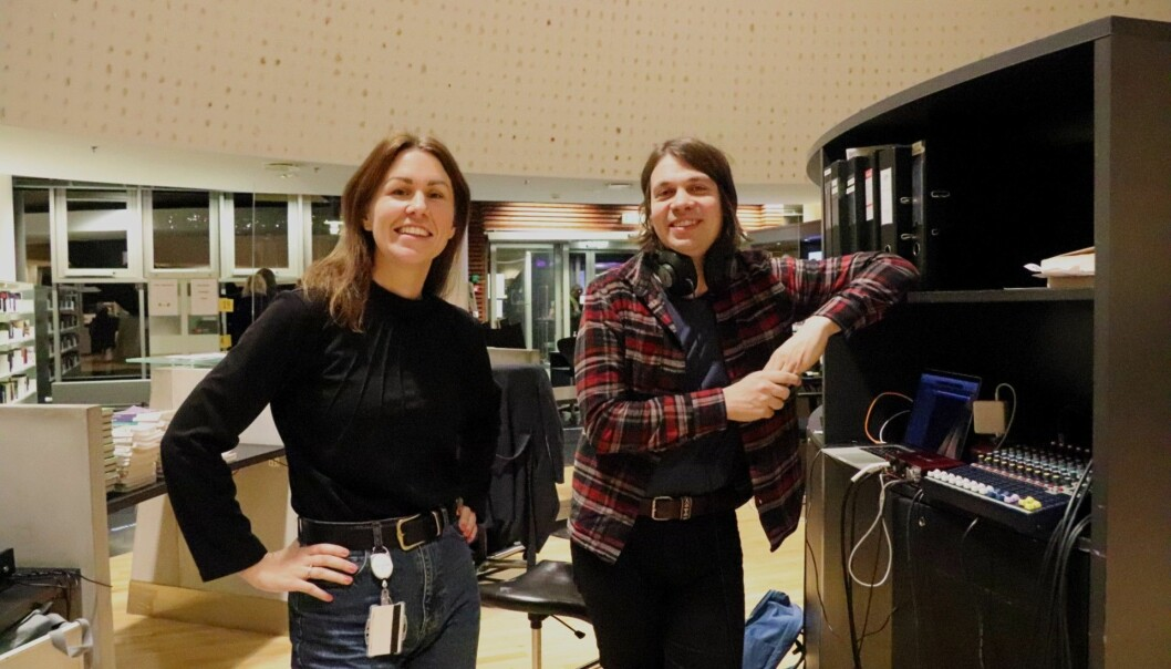 Hanne Bjugstad og Roger Græsberg har ansvar for bibliotekets podkast.