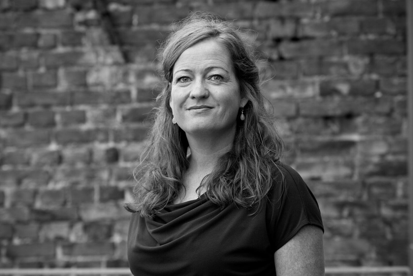 Forfatter Heidi Linde er aktuell med romanen «Hva hun klager over når hun klager over husarbeidet».