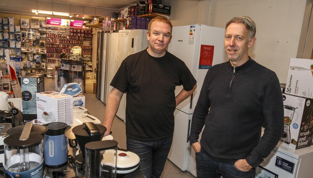 Hans Jørgen Hansen (t.h.) og Tedde Olsson driver en butikk litt utenom det vanlige.
