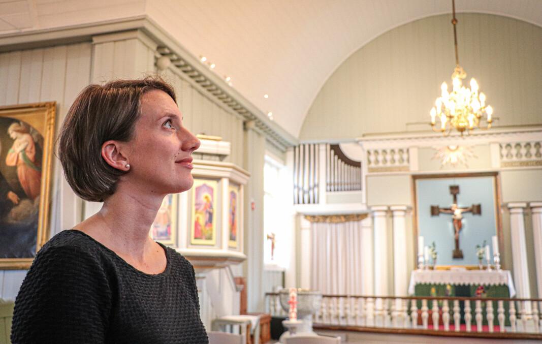 Kantor Berit Billingsø i Vinger menighet forbereder musikk- og kulturarrangementene i Vinger kirke i ukene før jul. Mye er usikkert, men det som faktisk er helt sikkert, er at kirken vil tilby fire gudstjenester på selve julaften.