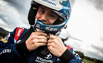 Her tester Veiby WRC-bilen for første gang