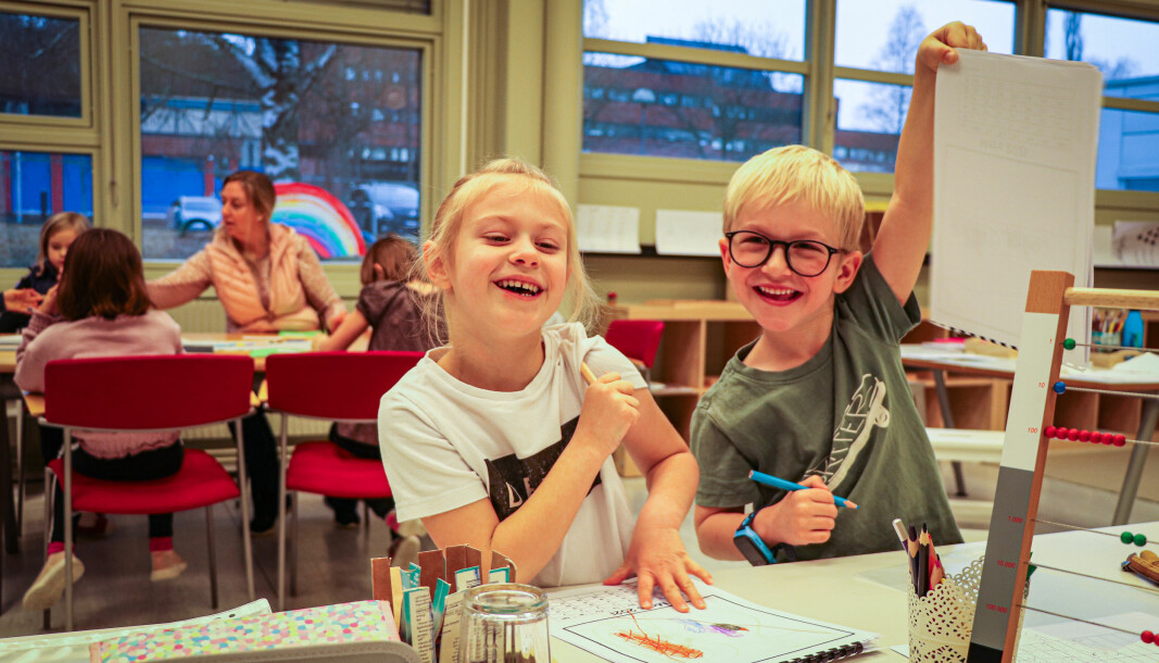 Linnea S. Solberg og Leon Andersen er ganske så fornøyde med dagens første oppgaver.