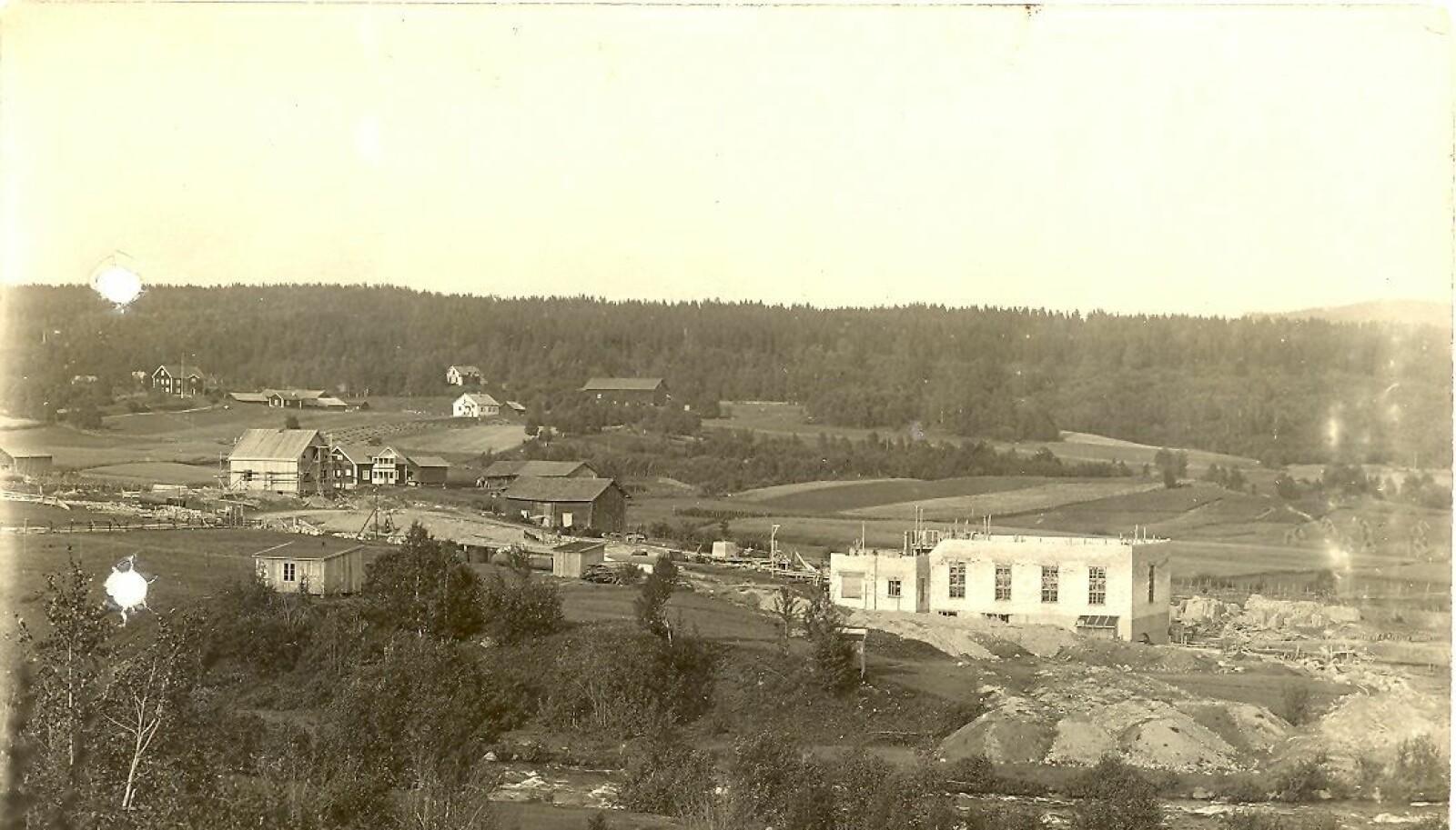 Kraftverket på Brødbøl ble bygget i 1920 og er fortsatt i drift. Verket startet kraftproduksjonen i april 1921.