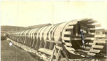 Fra 1920 til 1946 hvilte rørgaten på trebukker.