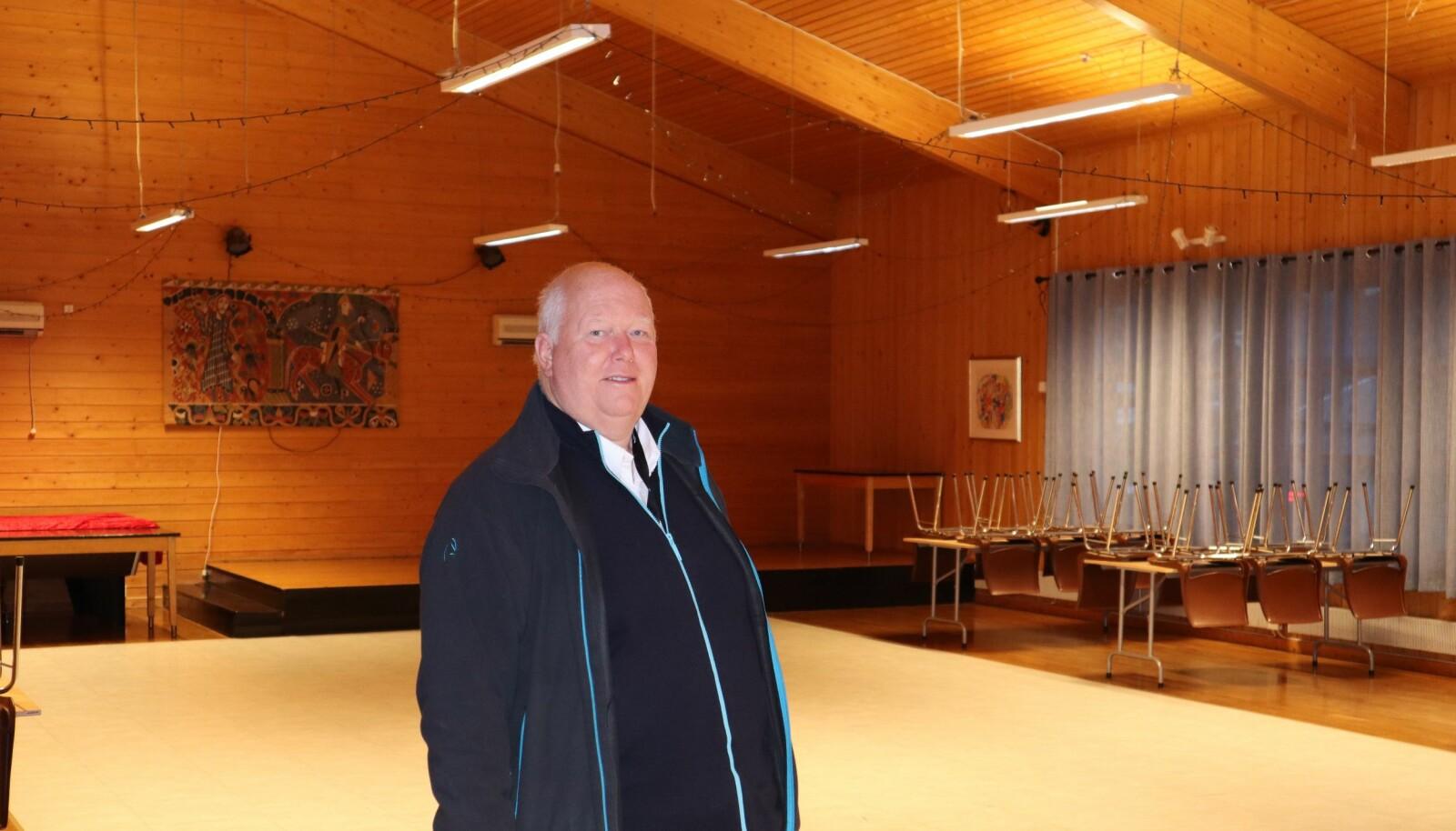 Leder for Roverud Samfunnshus, Geir Christensen, er takknemlig for den givergleden og støtten han opplever at storstua på Roverud får i disse dager. Uten den hjelpen ville det vært vanskelig, sier han