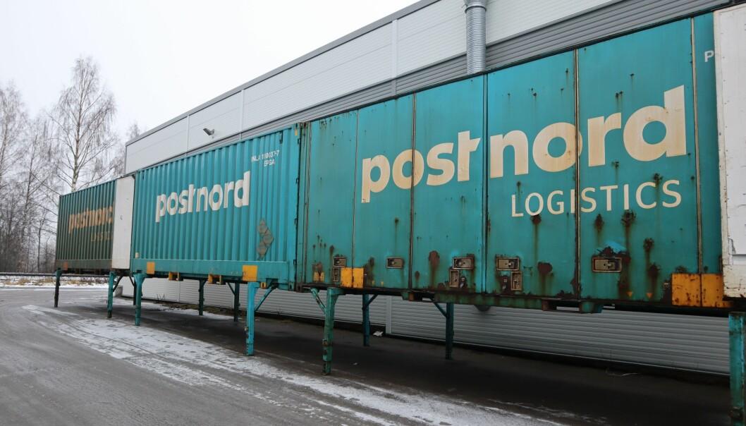 Opptil seks slike 40 fot store containere leveres hver natt på terminalen ved Norsenga. Her blir pakkene sortert og lastet om for videre transport ut til kundene