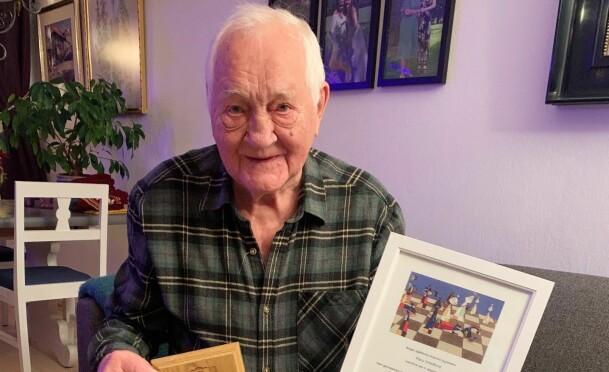 Klaus fyller 90 år - og er fortsatt aktiv sjakkspiller