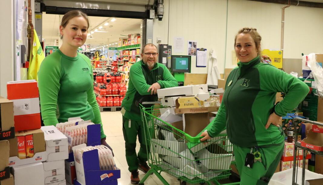 Butikkansatte har hatt en ekstra viktig jobb i 2020. Her med Nora Pedersen Elle (t.v.), butikksjef Vidar Godnes Iversen og assisterende butikksjef Tina Skogrand i Kiwi Kongsvinger.
