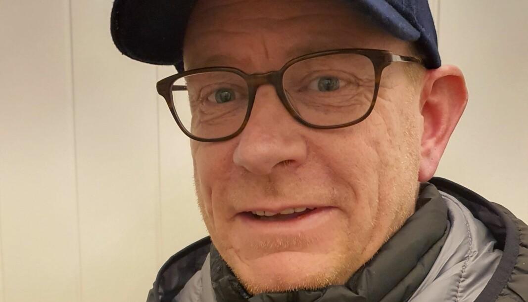 Tony Bekkengen, daglig leder i Frelsesarmeens rusomsorg, kan smile over 30.000 kroner i hjelpemidler.