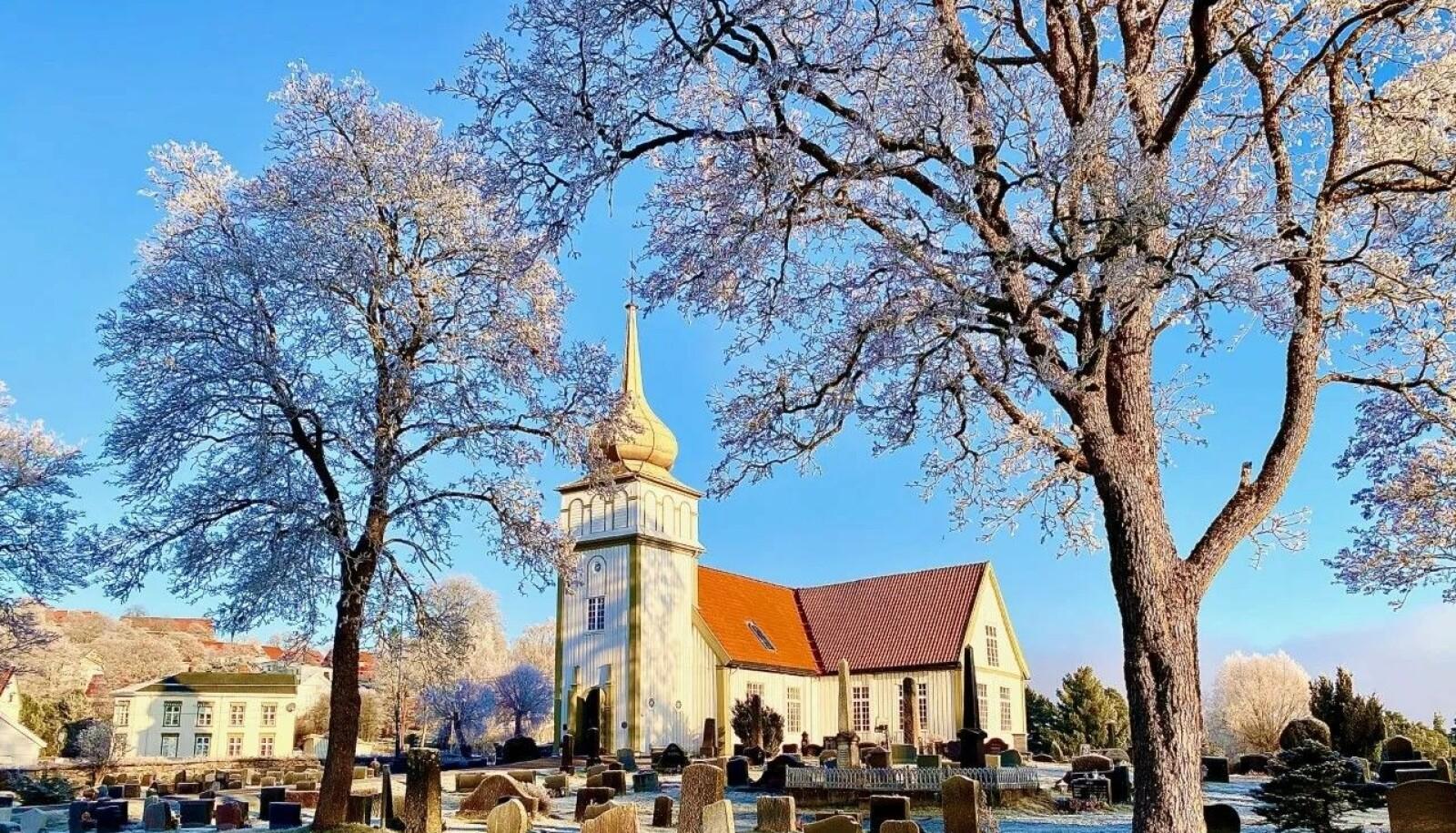 Vinger kirke med løkkuppeltårnet