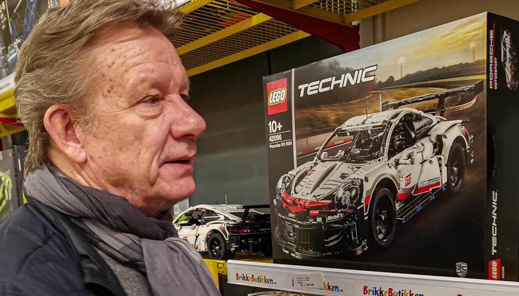 Erik Øverby har funnet seg godt til rette blant de mer kompliserte Lego-byggesettene i Brikkebutikken på Rasta.