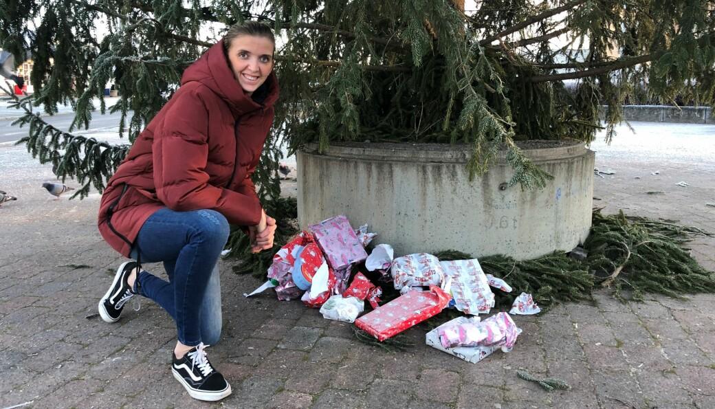 Gavene ble revet bort under treet, til Bianca Eckbos store fornøyelse. Dette vil hun skal bli en juletradisjon.