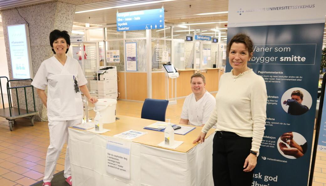 Ingunn Haugsbø Gulli (t.v.), Roy Gunnar Bjørnstadbråten Holt og Mette Anderssen i besøkskontrollen på Kongsvinger sykehus.