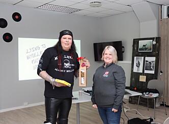 Leif Munkelien syntes det var fint å kunne holde foredrag på Stedet 29. desember. Her i lag med Monika Skaalerud fra Frelsesarmeen.