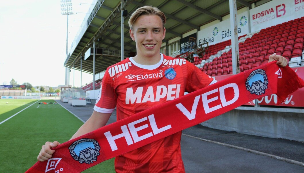 Matias Aadnøy er vokst opp på Gjerdrum, og en av hans barndomskamerater er berørt av tragedien. Bildet er tatt i forbindelse med at Matias signerte ny kontrakt med KIL.