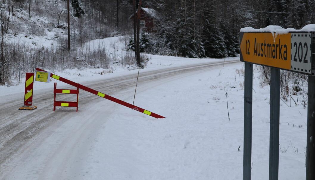 Dette møter de som vil krysse grensa inn til Norge på fylkesvei 1992 ved Mitanderfors.