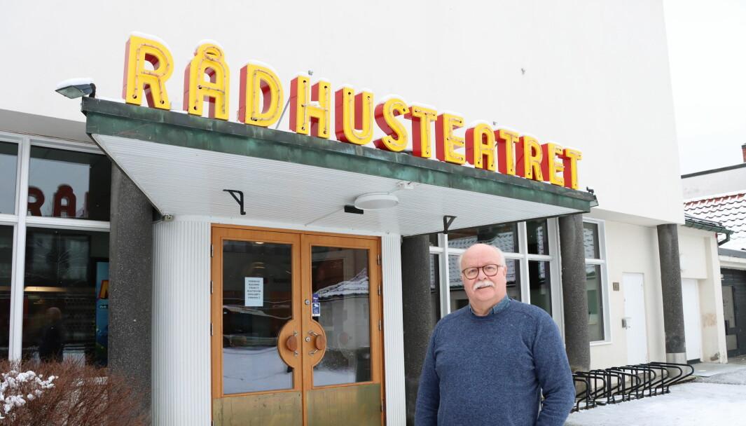 Kultursjef Stig Fonås er glad for at Rådhus-Teatret åpner dørene for kommunens innbyggere. – Men dette gjelder kun for de som er bosatt i kommunen, understreker han.