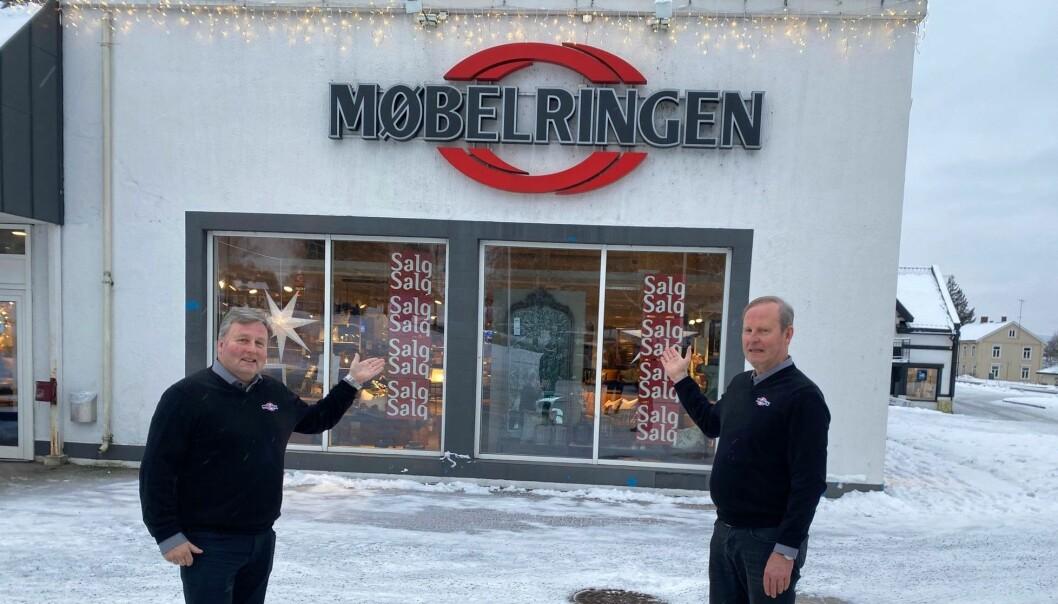 Brødrene Tom (t.v) og Jan Skyrud har nå blitt herrer i eget hus etter at de har kjøpt eiendommen ved Sundehjørnet.