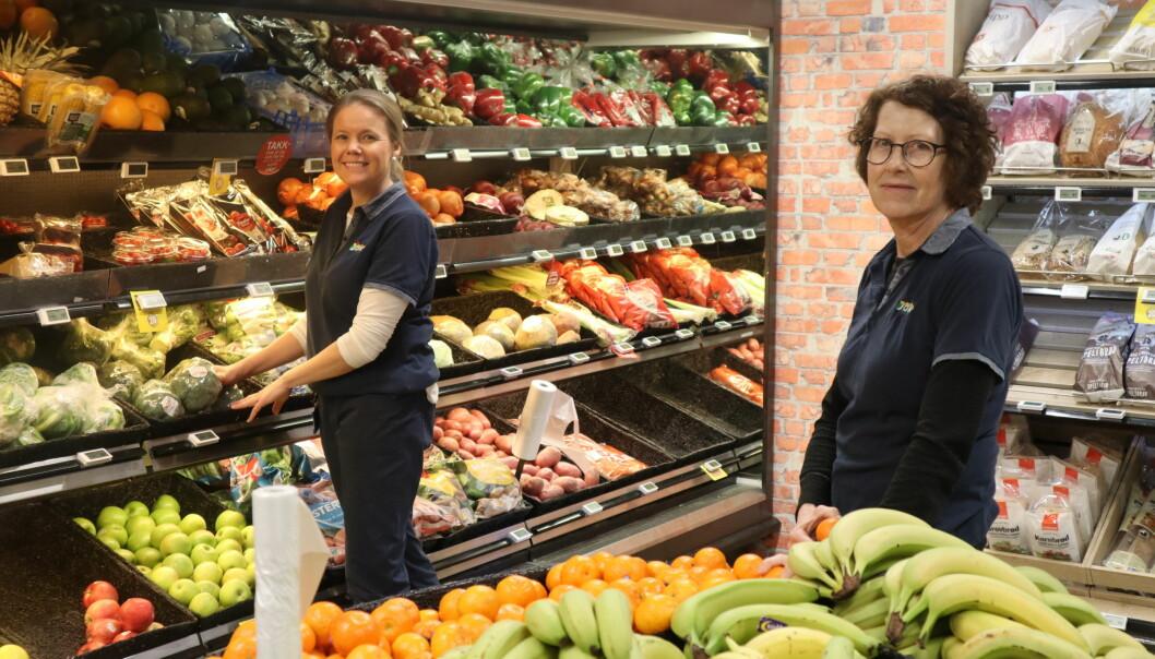 Mirja Holtet (t.v.) og Marion Mikalsen jobber på Joker Brandval.