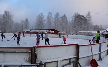 Full fart på hockeybana