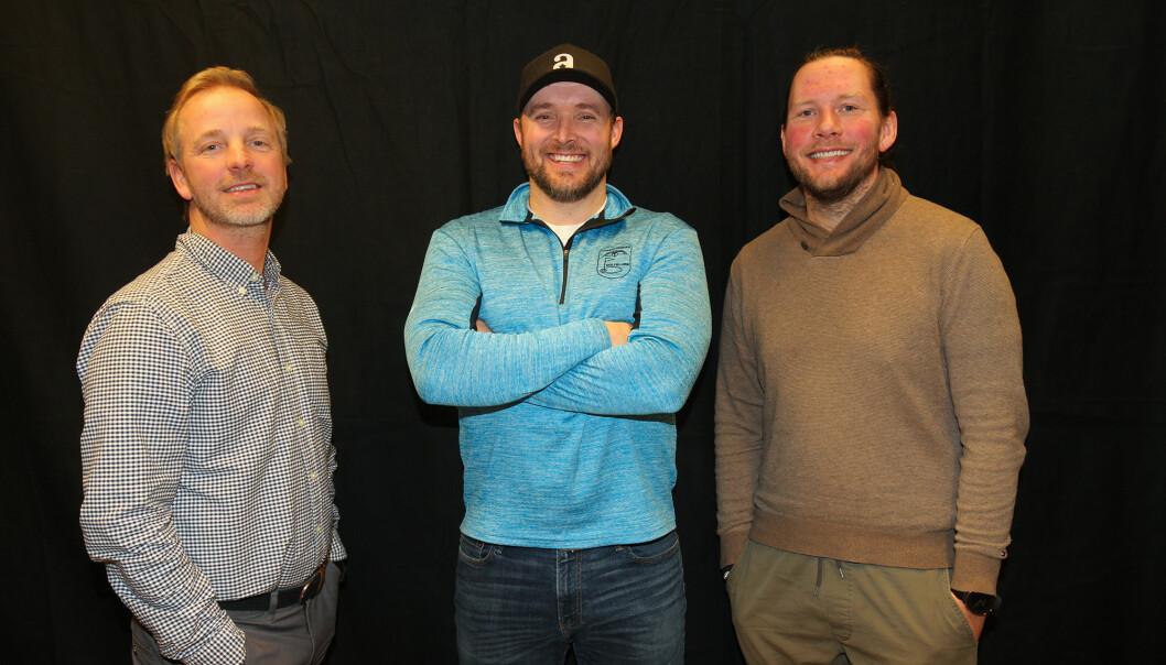 Daniel Larsson er første gjest i golfpodkasten Prøvesving. Her flankert av programlederne Ole Petter Vibekken (t.v.) og Roy Onsrud.