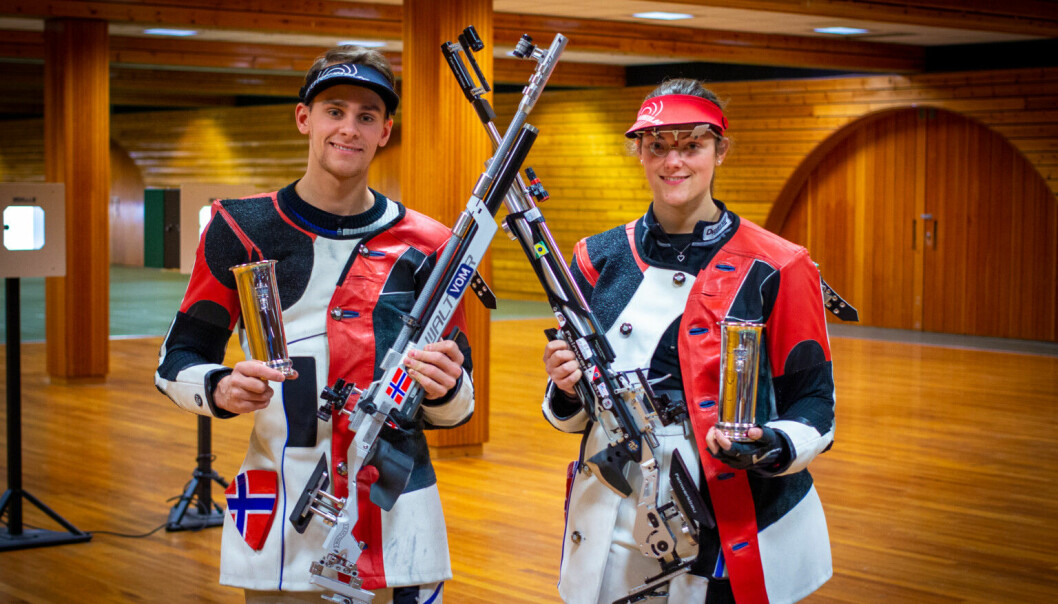 Henrik Larsen på NTG Kongsvinger fikk endelig sin kongepokal. Den andre var Jeanette Hegg Duestad fra Nøtterø skytterlag.