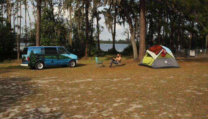Raymond har reist på mange forskjellige måter, ofte på fire hjul. Denne campervanen kjøpte han i USA.