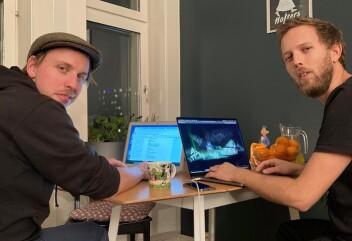 Heldigvis ikke bare hjemmekontor, innimellom må man tillate seg å møtes når man skal jobbe kreativt. Harald Engan (tv) og Martin Høgberget har jobbet i to år med manuset til forestillingen.