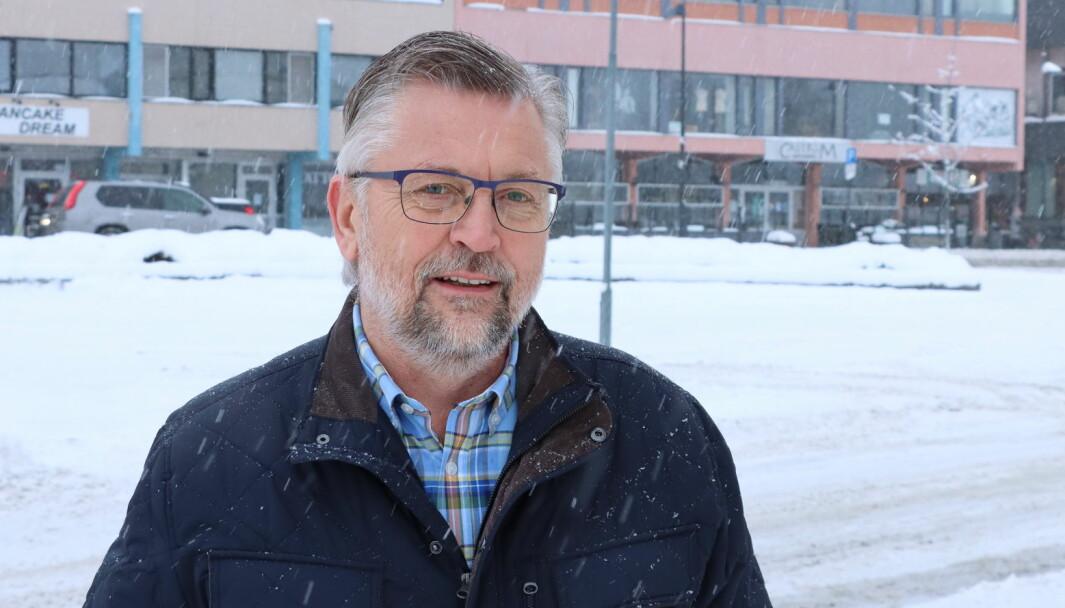 Sjur Strand er oppgitt over at planene om en ny togstrekning til Stockholm får så mye oppmerksomhet. Han kaller planene for urealistiske.