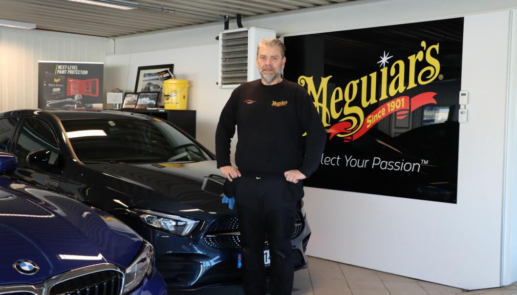 Kurt Meldahl-Hansen på Kongsvinger Bilpleie ønsker strengere tilsyn velkommen.