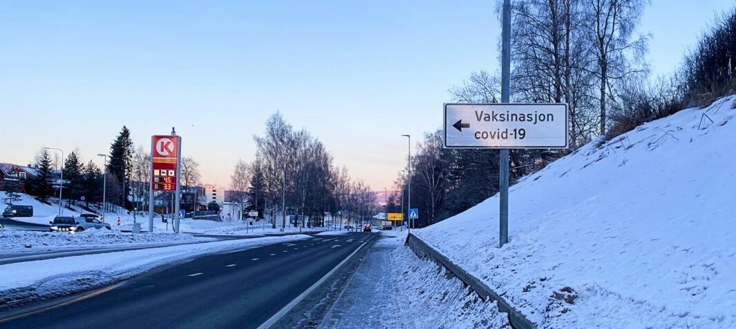 Vaksinasjon covid-19 skilting i Kongsvinger mot Holthallen. Der foregår vaksineringen av befolkningen.