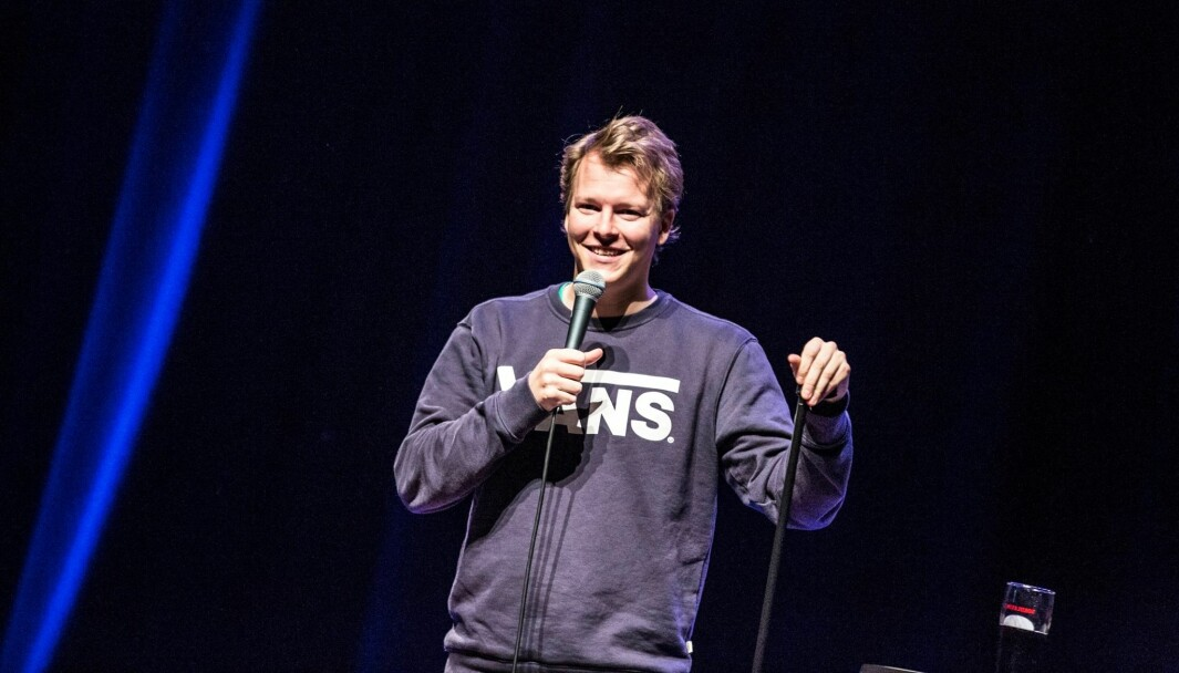 Rasmus Wold er en artig kar og en etablert komiker. Oslo-gutten er stor KIL-supporter, og lørdag opptrer han med sitt soloshow på Rådhus-Teatret i en av sine KIL-drakter.