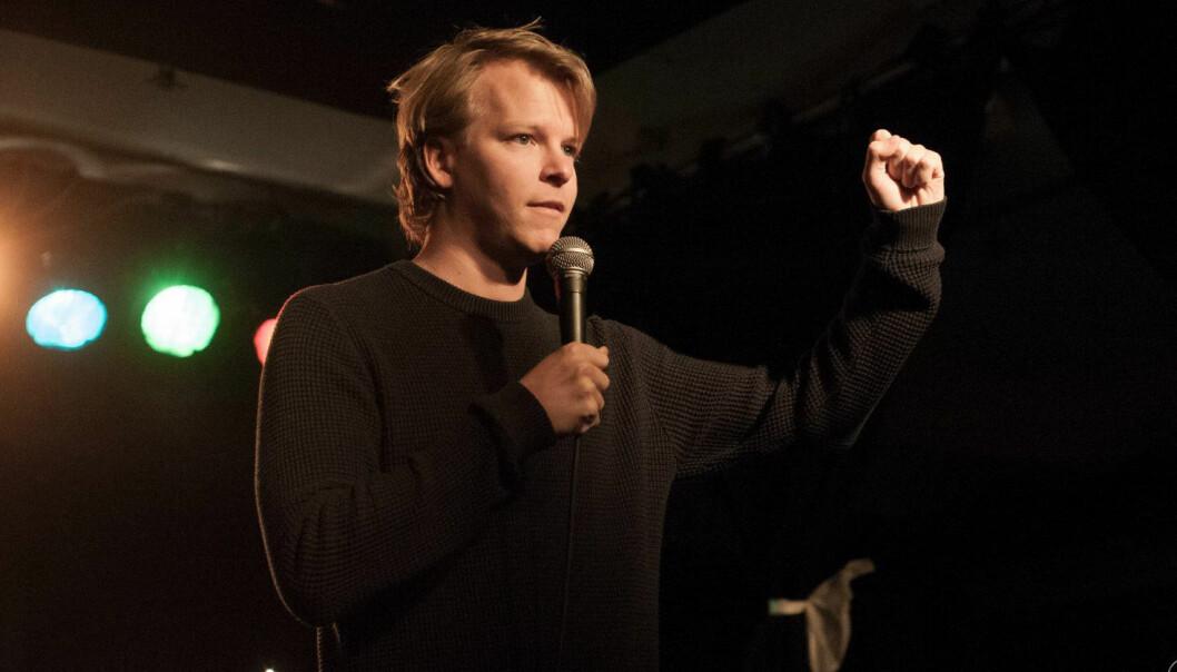 Showet til Rasmus Wold egner seg for sportsidioter med selvironi og de som lever med en sportsidiot.