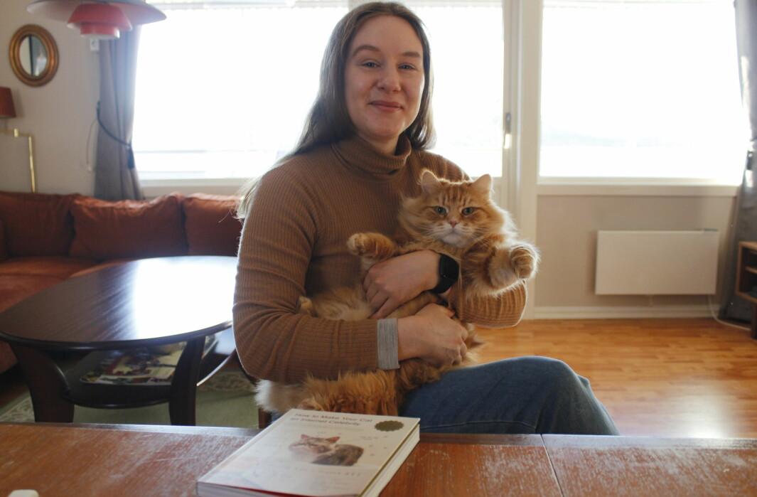 Selv om katten Lasse opprinnelig stammer fra en Sibirsk kattetype startet han selv livet hos en oppdretter i Hønefoss, før eier Unnveig Aaserud Stokke adopterte ham og tok han med østover til kongsvinger. Som i hvert fall er litt nærmere Russland enn der han startet.