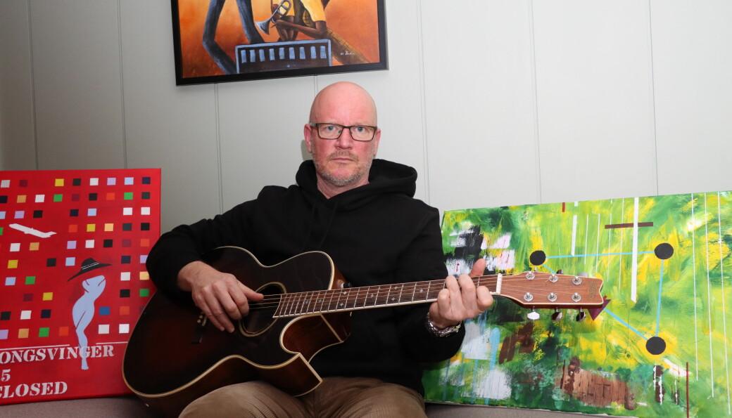 Gitar og malerier er blitt morsommere enn fotball for Johan Hammarström. Med en litt annen vennekrets i ungdommen, kunne det fort blitt musikk i stedet for fotball.