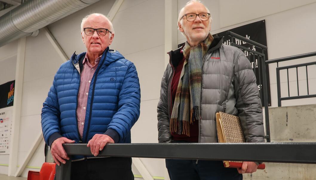 Rolf Erik Johnsen (t.v.) og Terje Martinsen var to av ildsjelene som stiftet ishockeyklubben for 60 år siden.