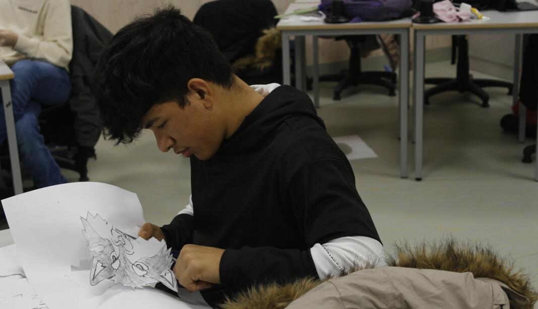 Eleven skulle i tillegg til tekst i prosjektene sine også designe sine egne visuelle virkemidler. Fayaz Ahmed var en av de som iherdig jobbet med dette.