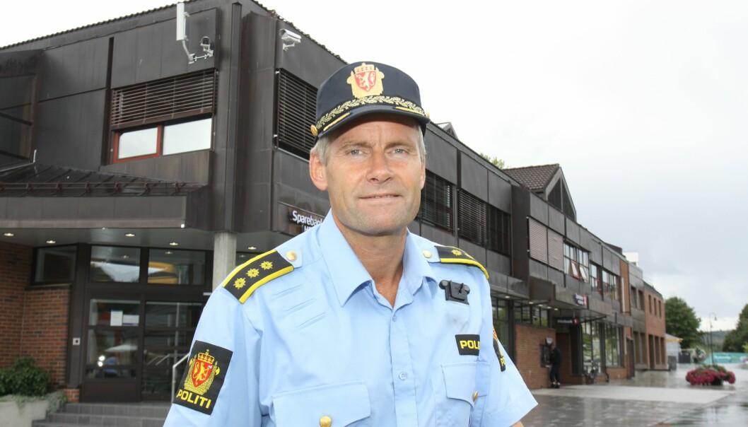 Driftsenhetsleder Terje Krogstad i Innlandet politidistrikt oppfordrer til stor forsiktighet på islagte vann om dagen.