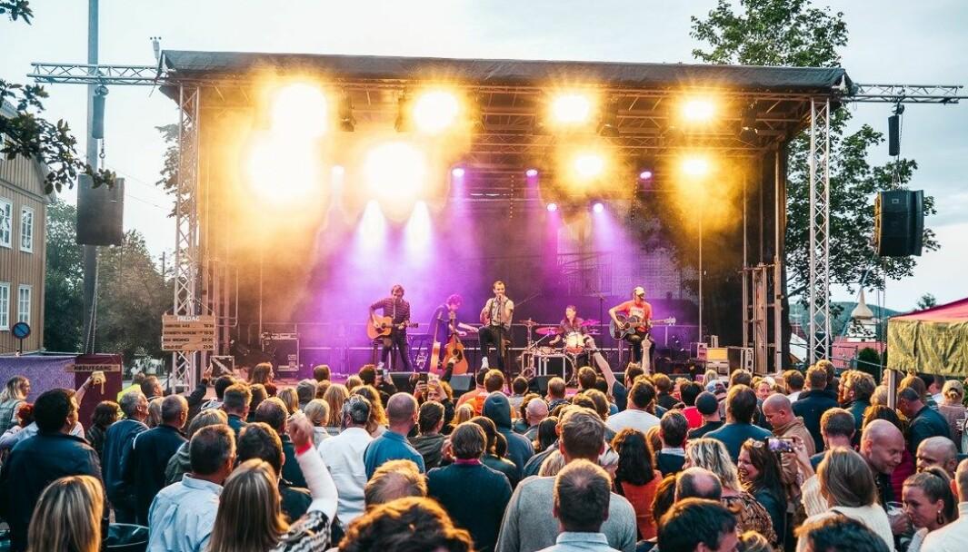 Kanskje er det lenge til vi står så tett i tett på festival igjen. Etter et langt og kulturfattig år planlegger arrangørene for Festival Bohem 2021. Her fra festivalen i 2019, hvor blant annet punkrockbandet Oslo Ess spilte.