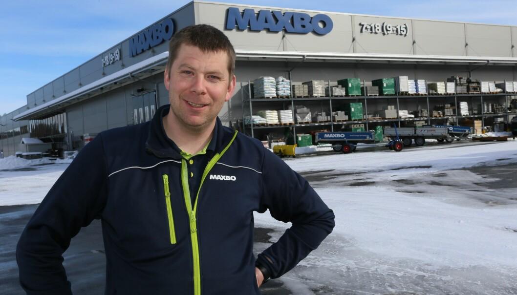 Lars Nilsen, daglig leder i Maxbo, har helt siden forrige vinter opplevd stor etterspørsel etter materialer.