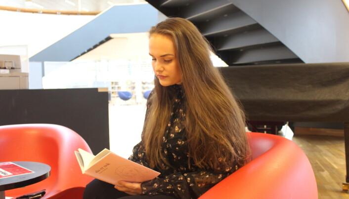 Victoria (25) gir ut diktsamlingen i bokform