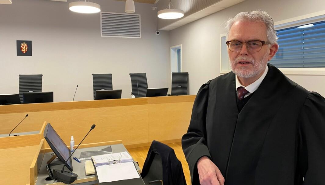 Advokat Ove Herman Frang sier at den varetektsfengslede Kongsvinger-mannen nekter for å ha vært voldelig mot samboeren. To ganger tidligere er han dømt for å ha mishandlet henne.