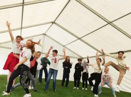 Arrangerer teaterleir for unge – mer behov nå enn noen gang før