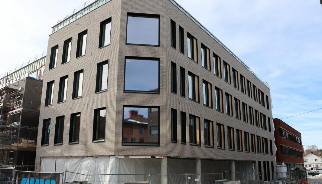 Næringsbygget i Haugekvartalet begynner å ta form, men det blir ingen innflytning før oktober.
