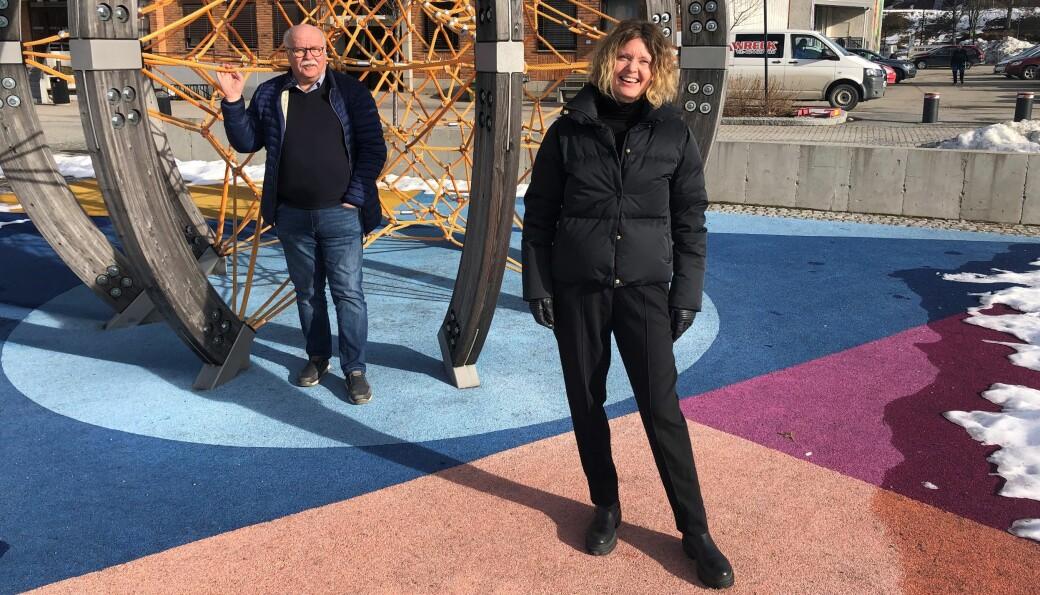 Stig Fonås og Anne-Line Kamøy håper på mange ungdommer som vil stelle i stand aktivitetstilbud til barn denne sommeren.