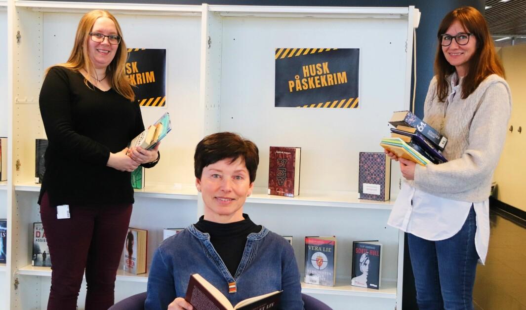 Her er det stengt for besøkende, frem til påske i første omgang. Innbyggerne bes huske påskekrim og Kongsvinger bibliotek tilbyr «takeaway». Fra venstre: Marte Østmoen, Karin Teigum Arnesen og Stine Raaden.