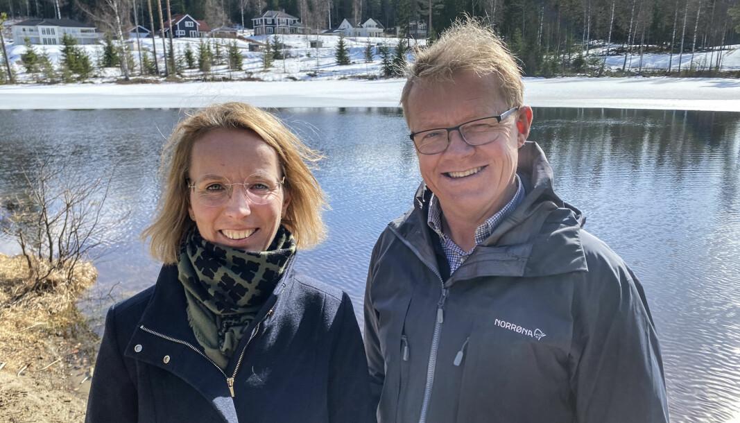 Det er ekteparet Anne og Jens Chr. Delphin som er utbyggere av det nye tomtefeltet på Lierfløyta. Nå reagerer de på kommunens gebyrprakis når tomtene skal kommunalt måles opp.