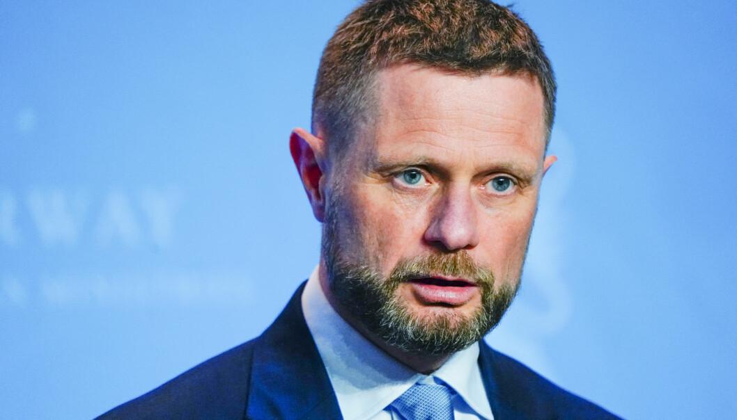 – For å gjøre ordningen mer oversiktlig og enklere å forstå innfører vi nasjonale regler for ventekarantene, sier helse- og omsorgsminister Bent Høie (H).