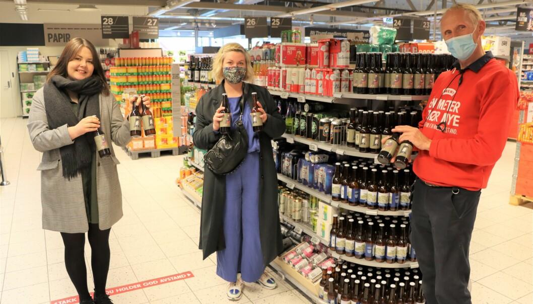 Bohem-gründer Mari Østlid (t.v.), designer Toril Ramstad og butikksjef på Meny, John Ellingsen, har nå realisert Bohem-ølet i butikk, som kommer i to varianter.